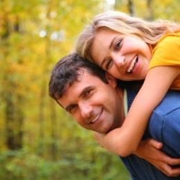 Семейная пара ищет девушку би или лесби для секса с женщиной в Севастополе.